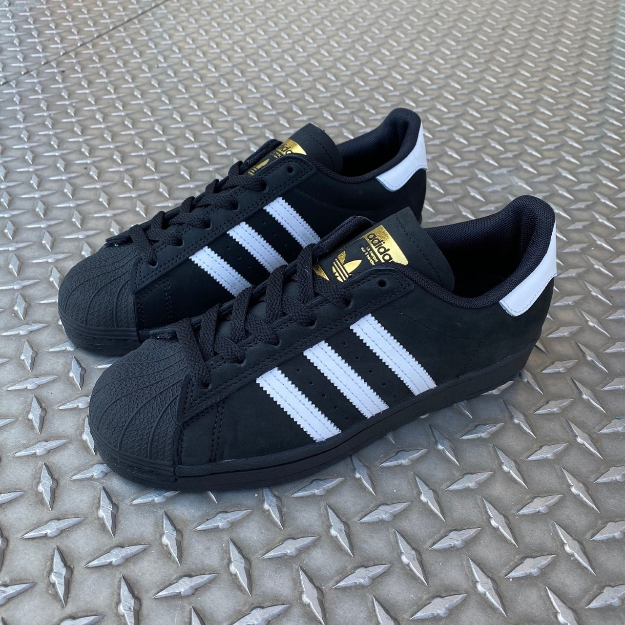 SUPERSTAR ADV (BLACK/WHITE/METGOLD
