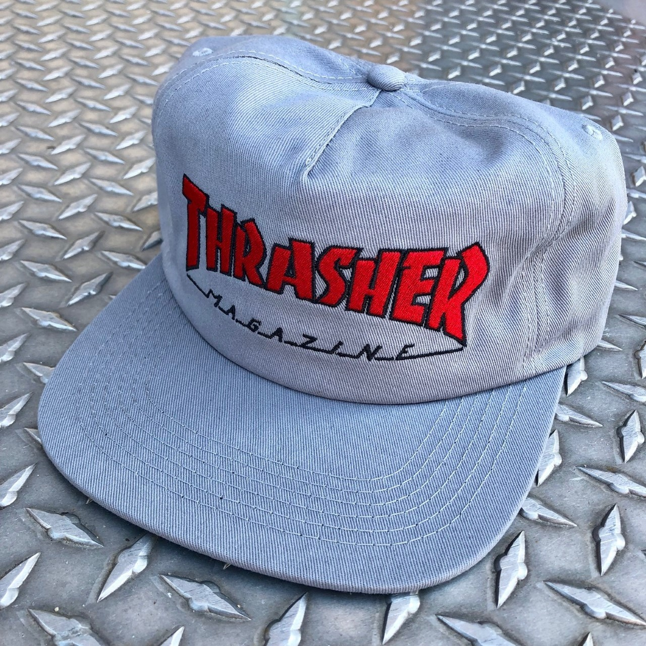 OUTLINED SNAPBACK (GREY)