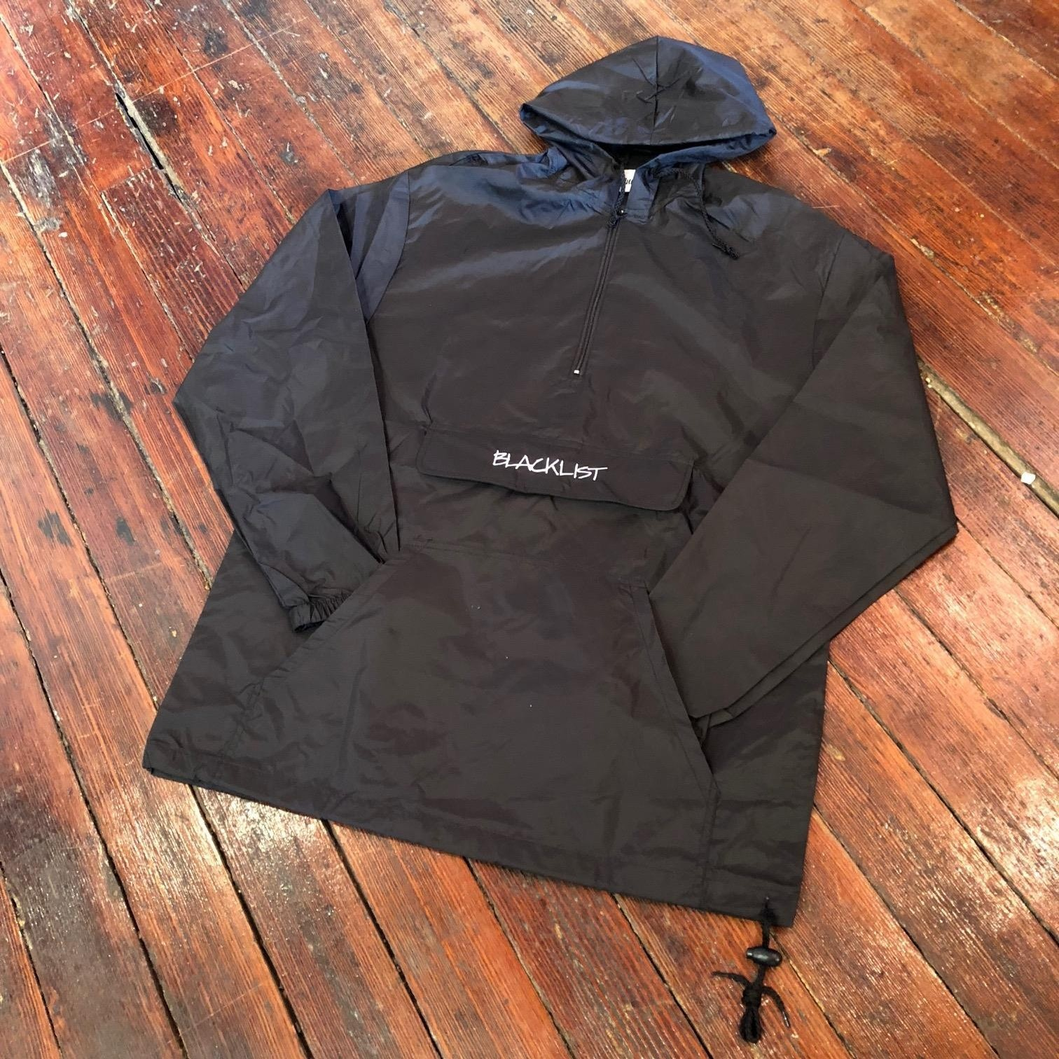EMBROIDERED BLACKLISTRIGHTE LOGO PACKABLE ANORAK (BLACK)