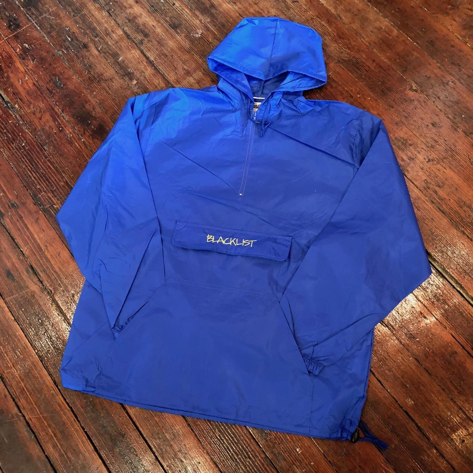 EMBROIDERED BLACKLISTRIGHTE LOGO PACKABLE ANORAK (ROYAL)