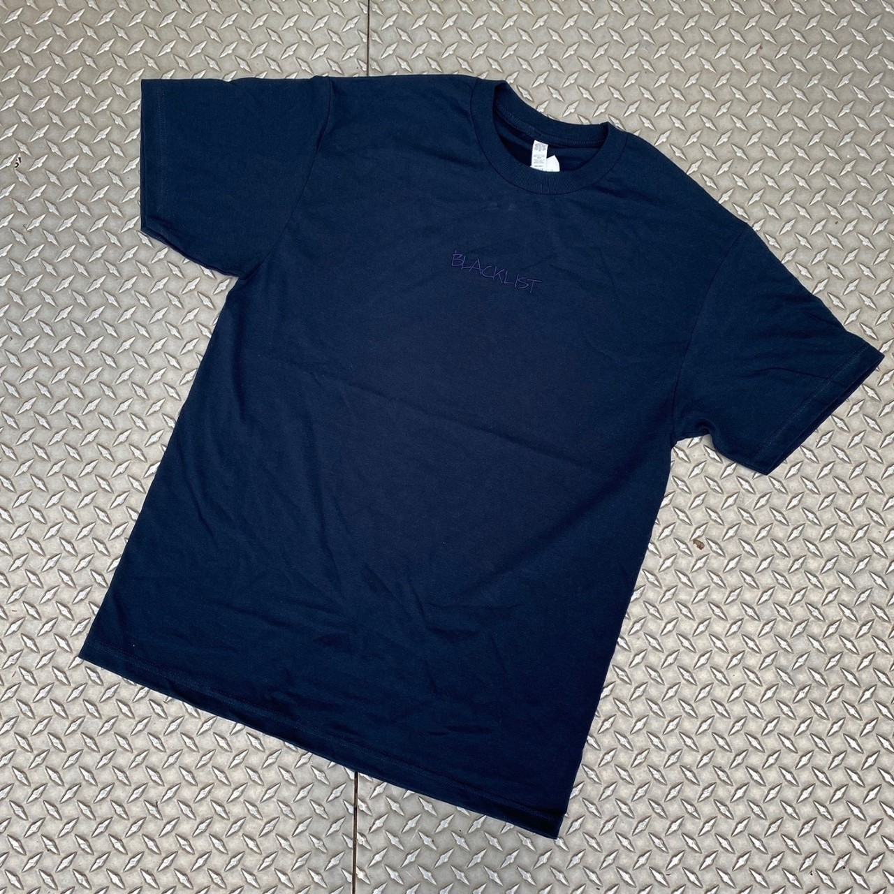 BLACKLISTRIGHTE EMBROIDERED LOGO TEE (TONAL NAVY)