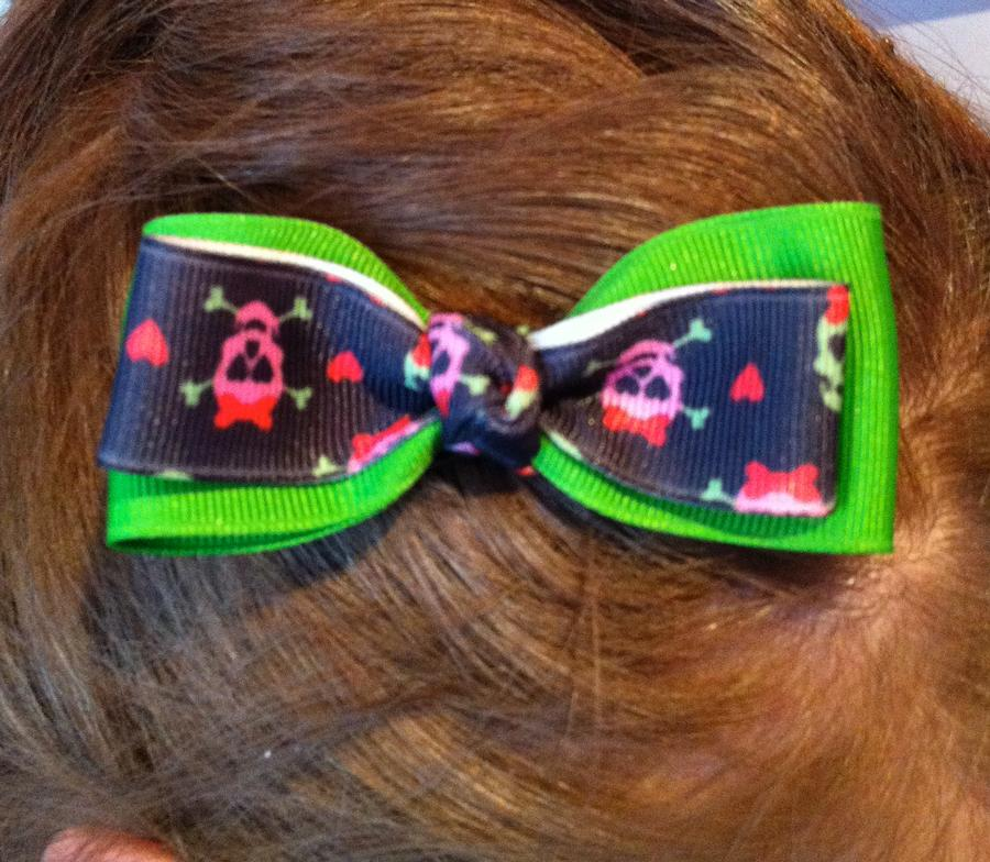 Green and Skull Ribbon Bow Hair Clip
