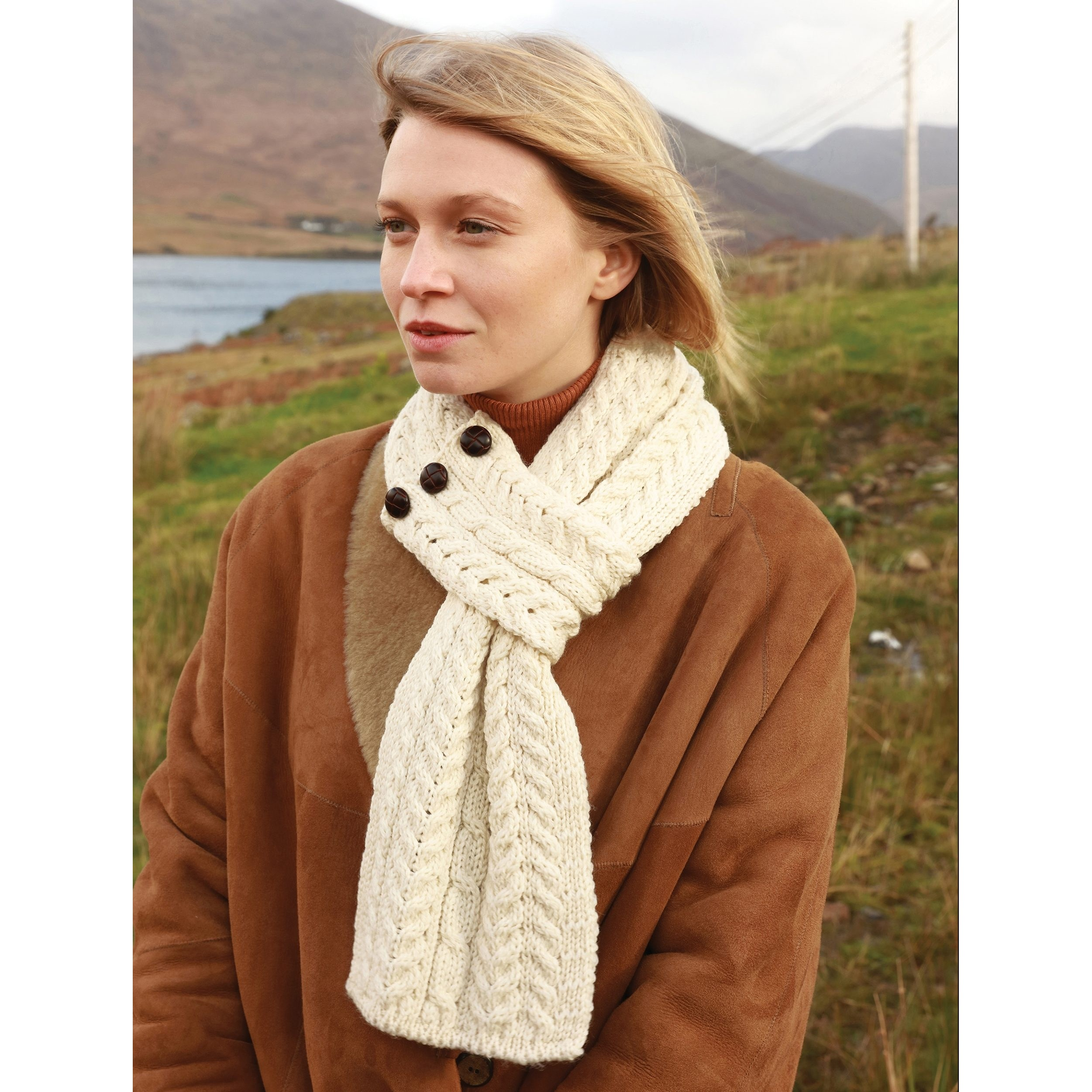 Irish Buttoned Loop Scarf (Natural)